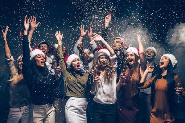 à partir de 19h: (11-17 ans) Holiday's party – en route pour les vacances de Noël